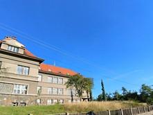Prodej komerční nemovitosti 2 300 m²