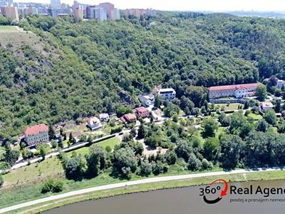 Zahrada na prodej, ulice V Podhoří, Praha 7 - část obce Troja
